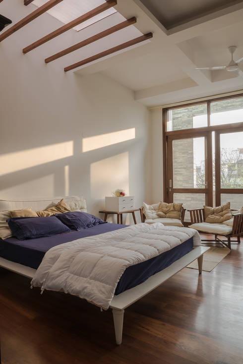 Master Bedroom: modern Bedroom by Design Plus