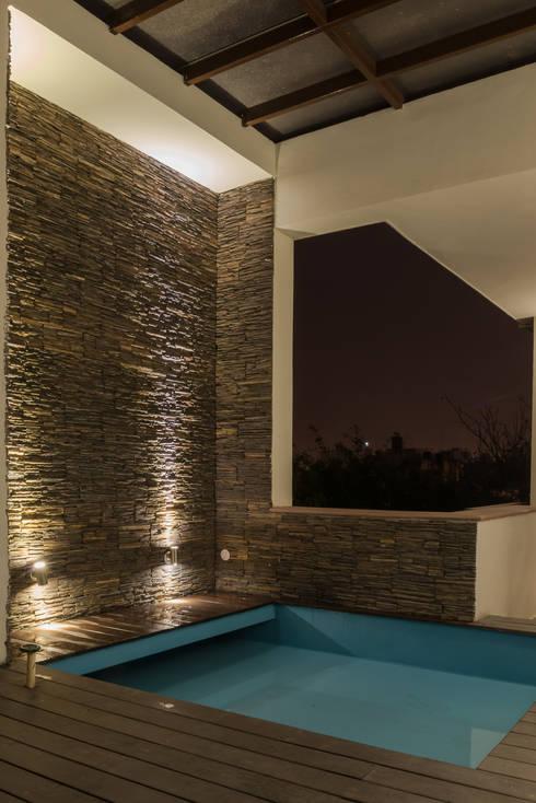 Terrace Splash Pool: modern Pool by Design Plus