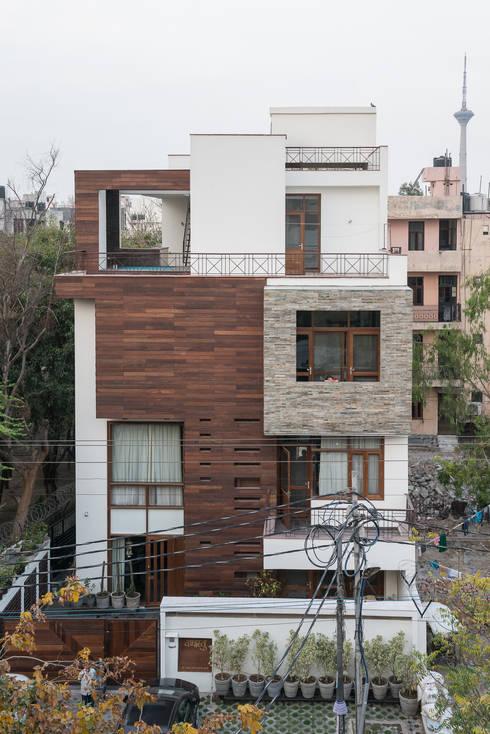 Street Facade: modern Houses by Design Plus