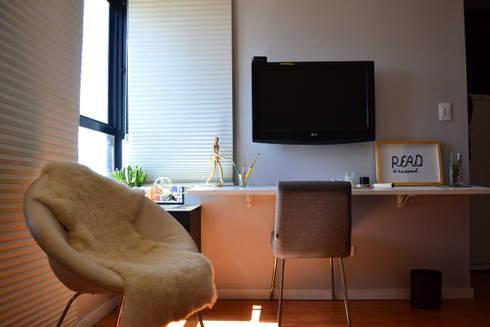 Studio SV: Salas de estar modernas por UNIO Arquitetura
