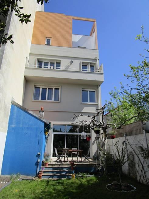 façade sur jardin: Maisons de style  par Paula Bianco