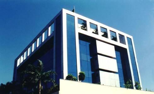 Sul América Seguros: Edifícios comerciais  por Barillari Arquitetura
