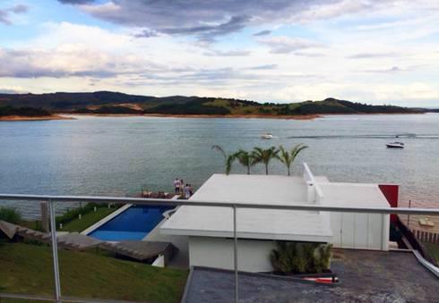 Residência Escarpas do Lago: Casas modernas por Barillari Arquitetura