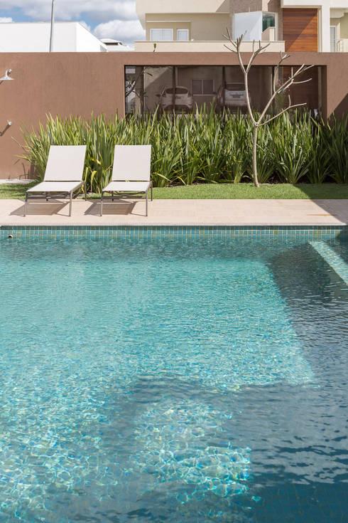泳池 by Joana França