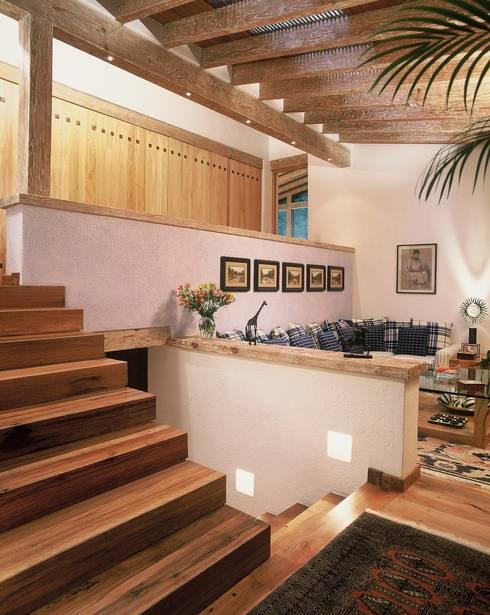 Casa R: Salas multimedia de estilo  por JR Arquitectos