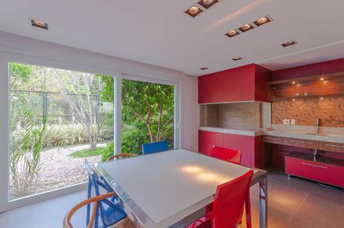 Apartamentos Decorados: Sala de jantar  por ME Fotografia de Imóveis