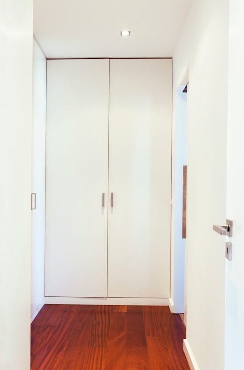 Casa R: Closets modernos por Spacemakers