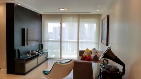 Sala de Estar e tv:   por Caroline Lima Arquitetura