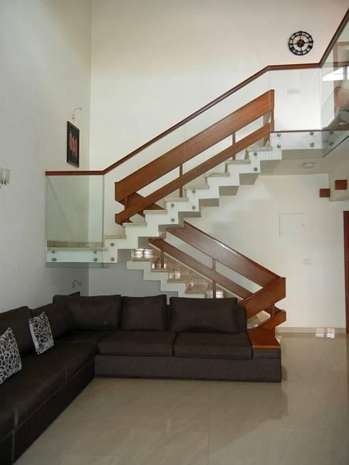Villa at Ezperenza, Whitefield:  Corridor & hallway by Interiors By Suniti