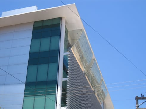 Sicoob Credicoonai: Edifícios comerciais  por Barillari Arquitetura