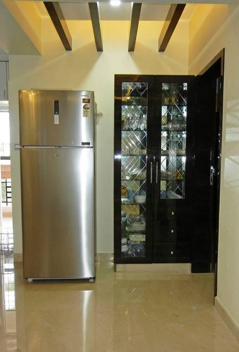 3BHK apartment: modern Kitchen by Interiors By Suniti