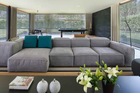 AM 2014 – Fão: Salas de estar modernas por INAIN Interior Design