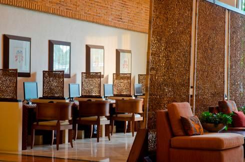 Centro de Negocios: Salas multimedia de estilo ecléctico por MC Design
