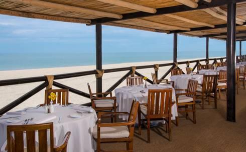 """Restaurante """"La Ribera"""".: Comedores de estilo ecléctico por MC Design"""