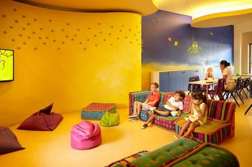 Kid´s Club.: Salas multimedia de estilo ecléctico por MC Design