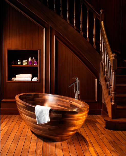 Freistehende Echtholz Badewanne BAULA American Walnut:  Badezimmer von Badefieber