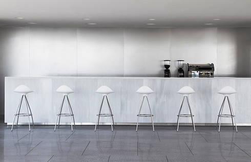 Bancos Onda : Cocina de estilo  por Design Within Reach Mexico