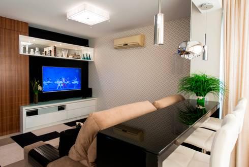 Apartamento Centro - Florianópolis: Sala de estar  por Cristine V. Angelo Boing e Fernanda Carlin da Silva