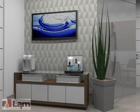 Recepção - Projeto:   por LAM Arquitetura | Interiores