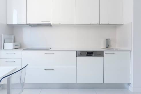 Remodelação AMH: Cozinhas modernas por Ponto Cúbico