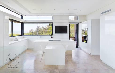 A essência do design: Cozinhas minimalistas por FABRI