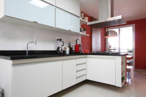 Apartamento Pinheiros 2: Cozinhas modernas por Officina44