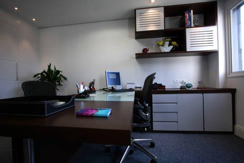 Escritório em Alphaville: Edifícios comerciais  por Officina44