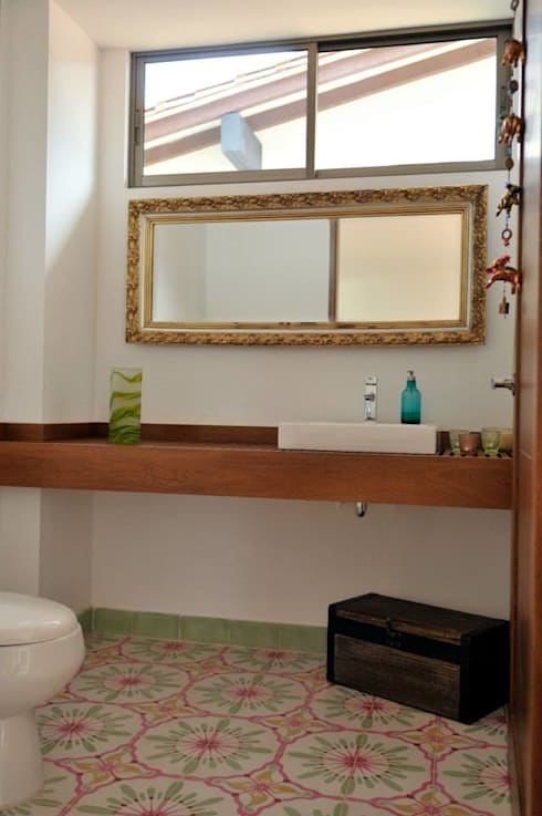 Baños de estilo  por WVARQUITECTOS
