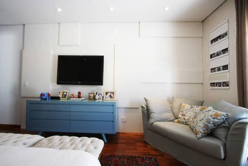 Interiores Residência Melville: Quarto  por Officina44