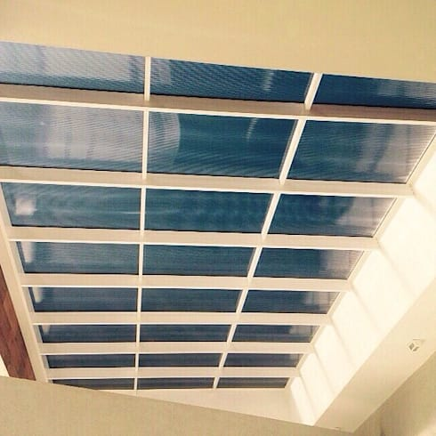 Cobertura translúcida -  Residência Ventura Club: Terraços  por Marisol Réquia Arquitetura