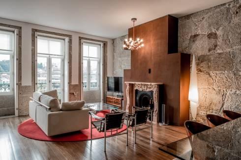 <q class='-first'>Pier 67</q> : Salas de estar modernas por Arpadór,  Arquitectos e Associados, lda