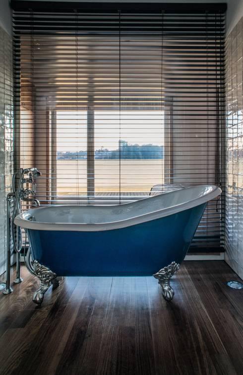"""""""Pier 67"""" : Casas de banho modernas por Arpadór,  Arquitectos e Associados, lda"""