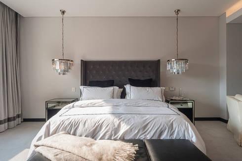 DEPARTAMENTO EN LOMAS: Recámaras de estilo clásico por HO arquitectura de interiores