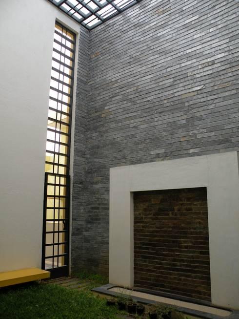 Casas de estilo  por ICON design studio