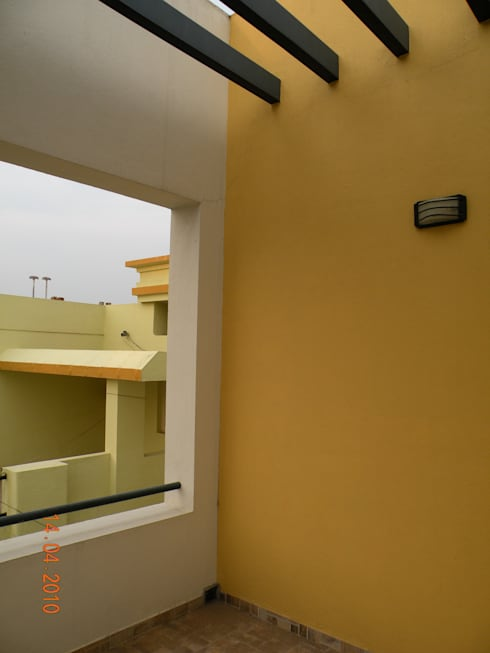 Prashanth's Residence:  Terrace by ICON design studio