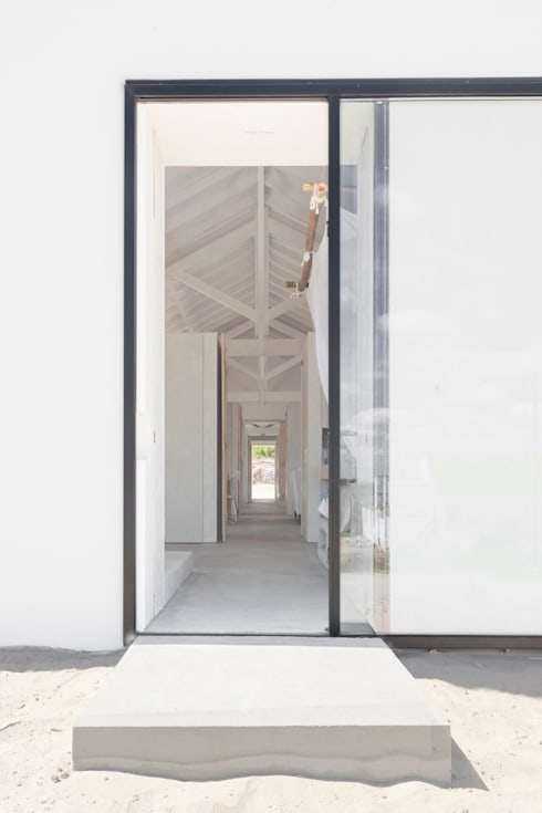 Corridor, hallway by Atelier Data Lda