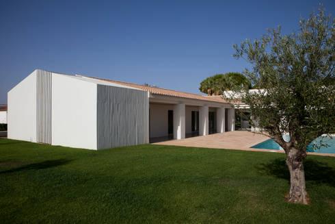 Casa Sol: Casas modernas por Atelier Data Lda