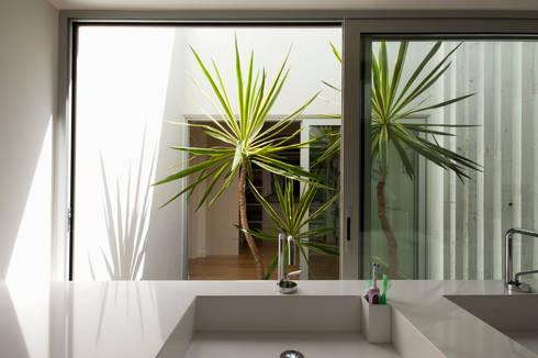 Casa Sol: Jardins modernos por Atelier Data Lda