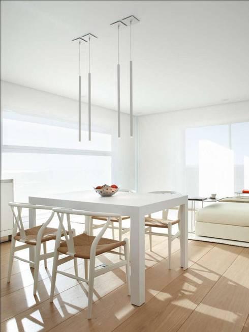 Sala da pranzo in stile in stile Minimalista di ruiz narvaiza associats sl