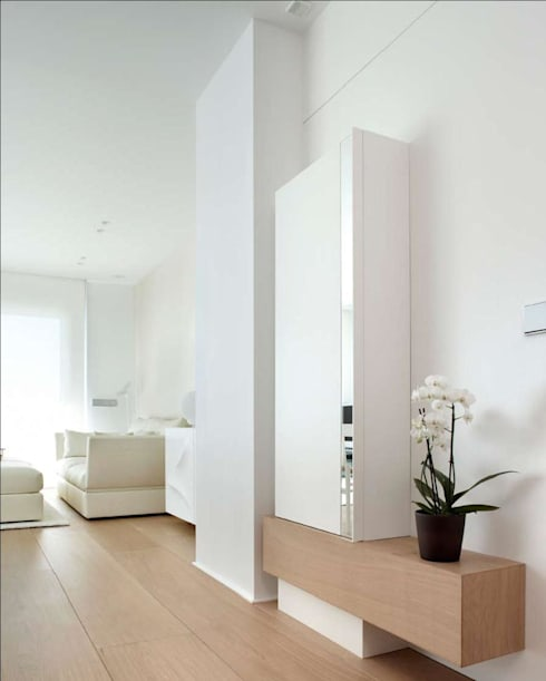 Ingresso & Corridoio in stile  di ruiz narvaiza associats sl