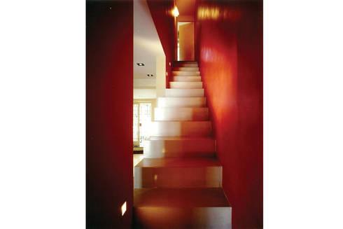 Donizzetti: Ingresso & Corridoio in stile  di Spagnulo & Partners