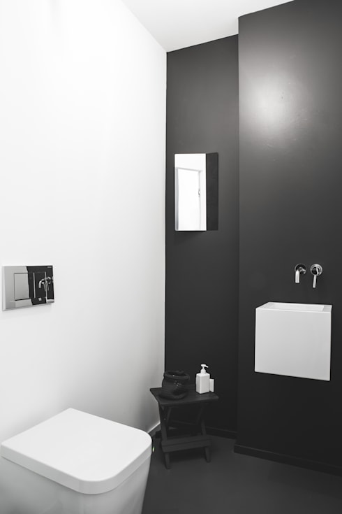 Casa Giano: Bagno in stile  di MIROarchitetti
