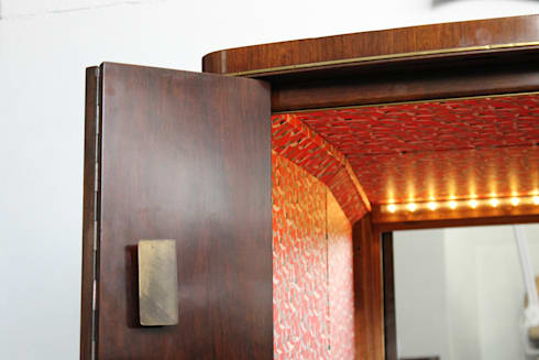 MÓVEL BAR: Sala de estar  por AKTO - Arts & Krafts Technologies