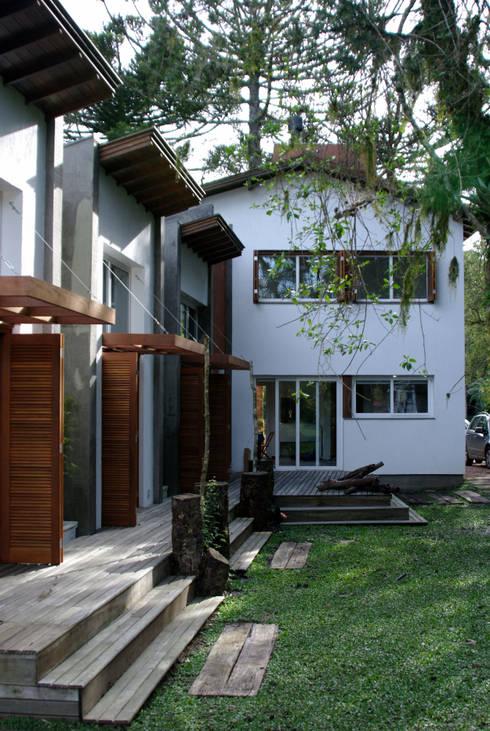 Residência RLC: Casas modernas por Squadra Arquitetura