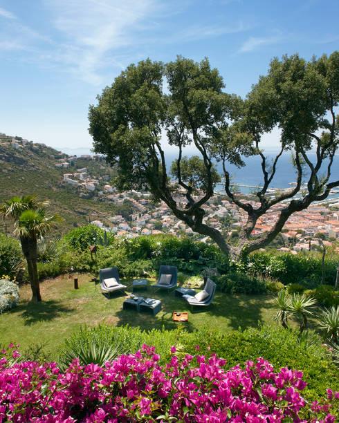 Jardin mediterráneo : Jardines de estilo  de ruiz narvaiza associats sl