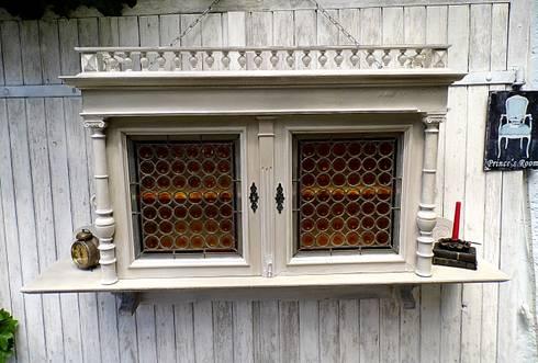 h ngeschrank 1890 gr nderzeit bleiverglasung von gerne wieder gbr homify. Black Bedroom Furniture Sets. Home Design Ideas
