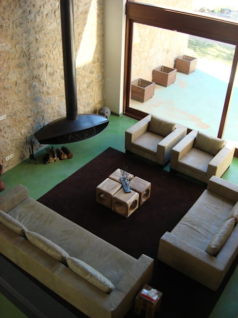 Salas de estar modernas por ruiz narvaiza associats sl