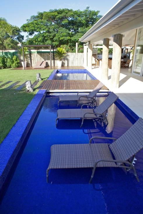 Projeto Residencial – Manguinhos, Búzios: Spas tropicais por Mônica Gervásio Arquitetura & Design