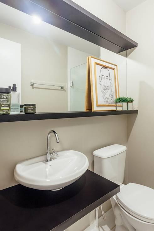APTO OS - CAMAQUÃ / PORTO ALEGRE: Banheiros modernos por Ambientta Arquitetura