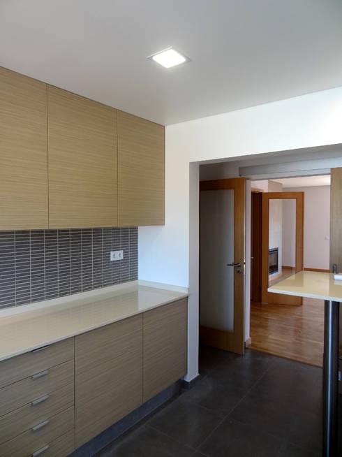 Cozinha: Cozinhas modernas por Happy Ideas At Home - Arquitetura e Remodelação de Interiores